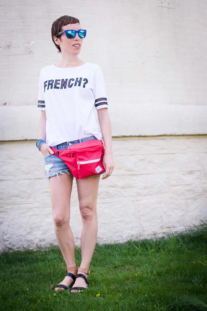 how to properly wear a fanny pack